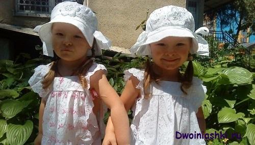 двойняшки - девочки
