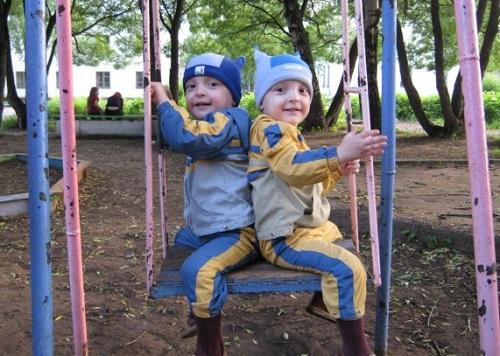 мальчики-близнецы