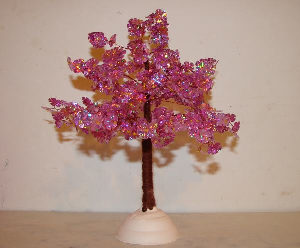 готовая поделка - дерево из пайеток фото
