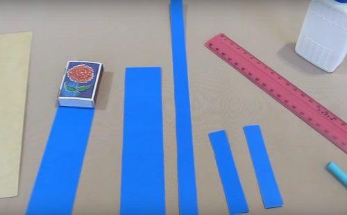 вырезанные полосы картона