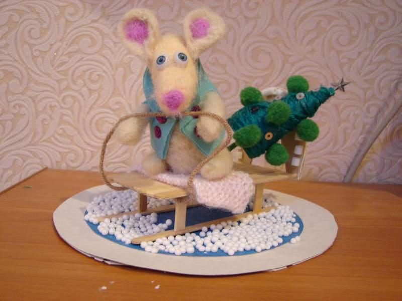 Поделка «Мышка на санках»